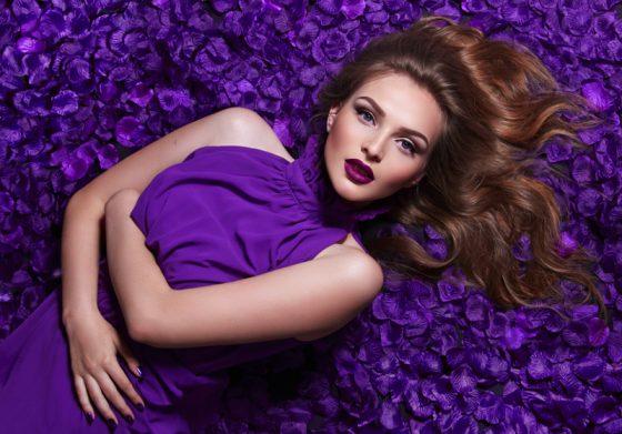 vestito in viola ultra violet
